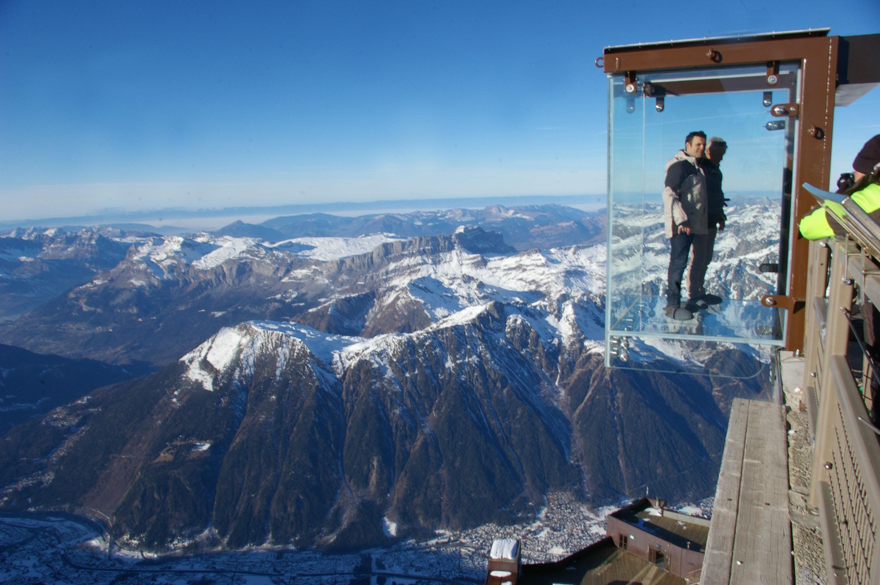 le pas dans le vide ascenseur verre mont blanc