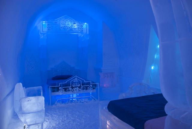 chambre d'horel reine des neiges entierement taillee en glace