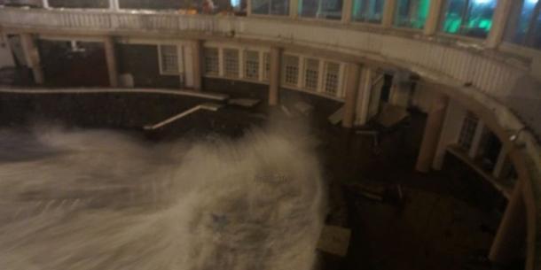 tempete biarritz vague plage