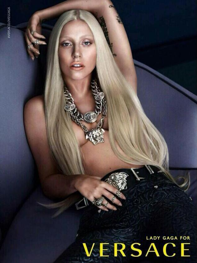 lady gaga pour versace topless seins nus nouvelle egerie marque luxe choc