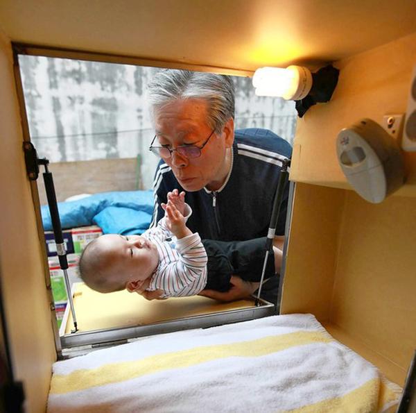 un pasteur sauve des bébé abandonnés grâce à une box
