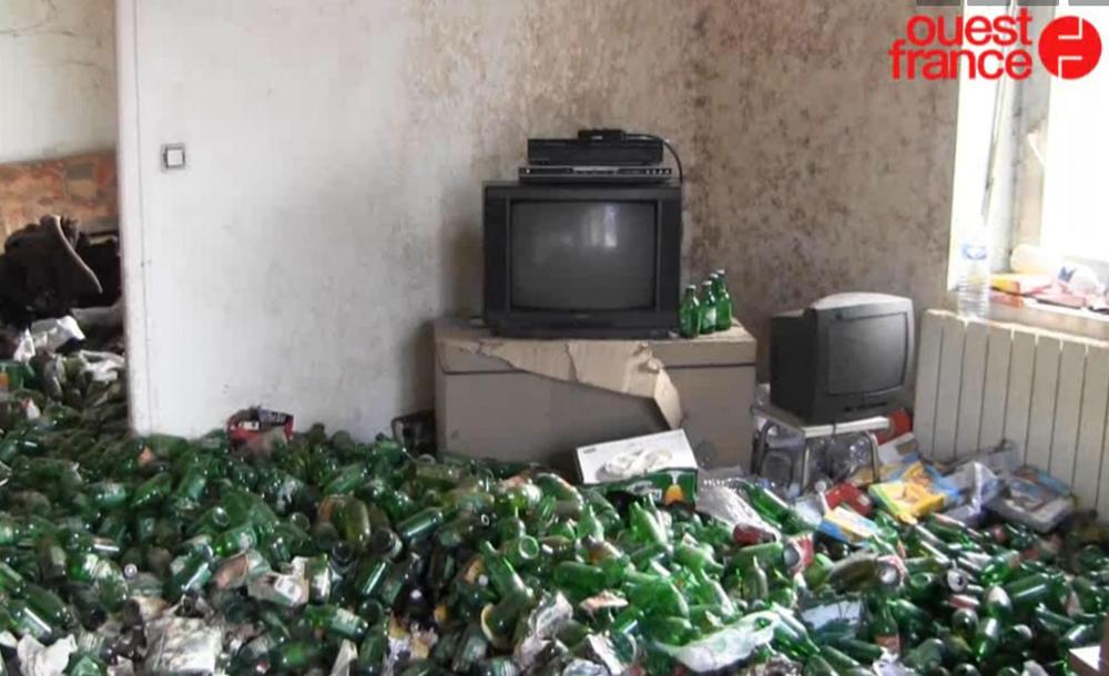 un appartement rempli de biere