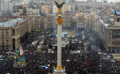 7767932556_pres-de-200-000-personnes-se-sont-rassemblees-place-de-l-independance-a-kiev-en-ukraine-dimanche-15-decembre-2013