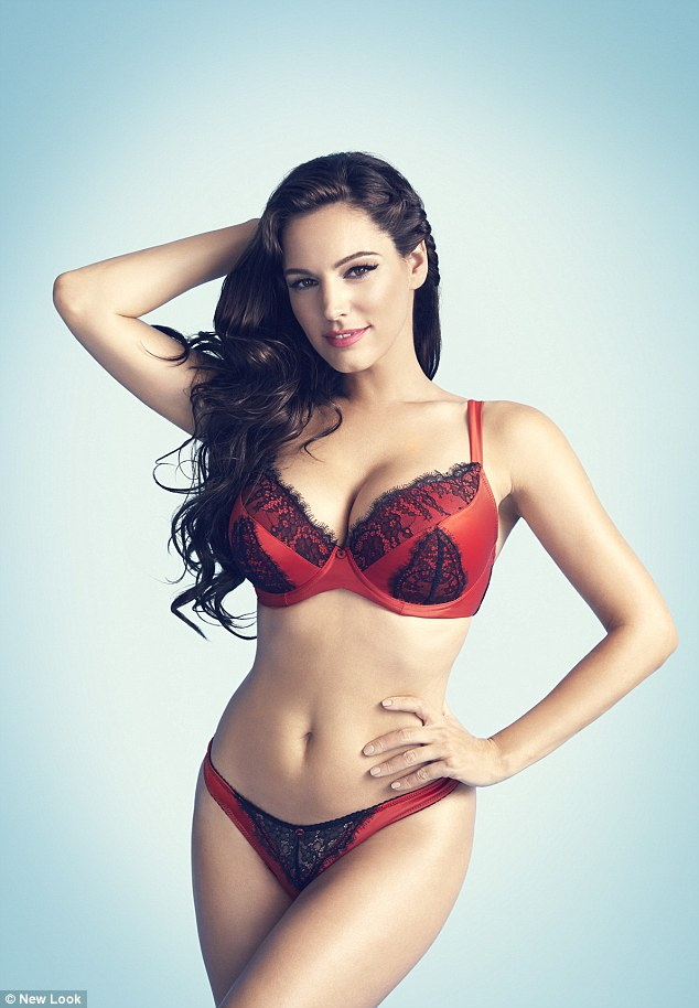 kelly brook sexy pour new look st valentin