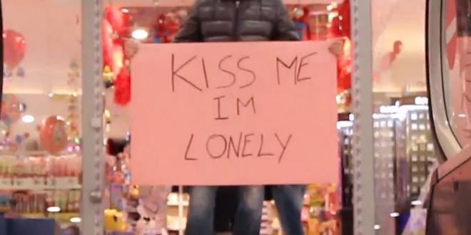 embrasse moi je suis seul
