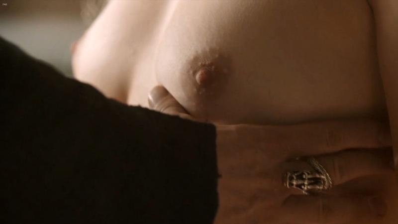 emilia-clarke photo choc nue