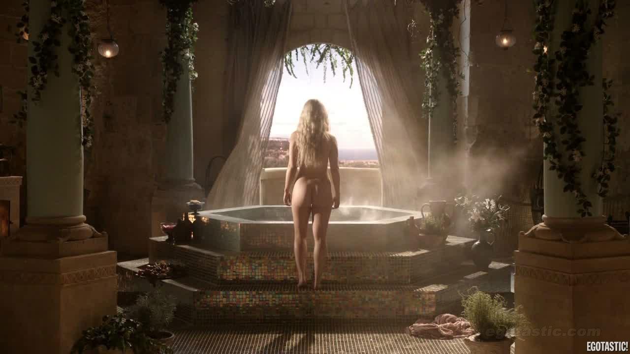 emilia-clarke photo choc nue game of throne