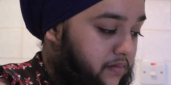femme poilue barbe