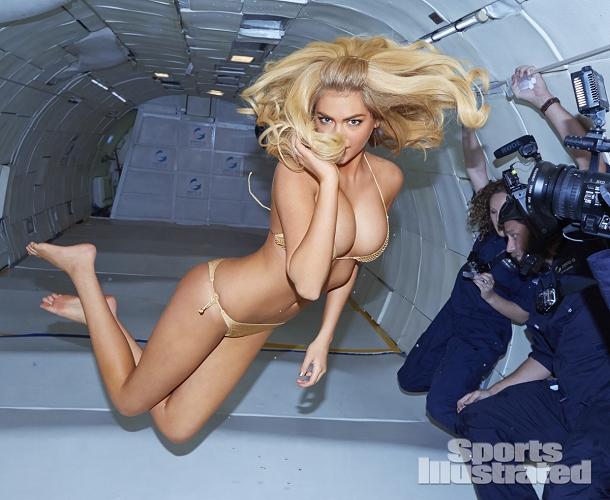 maillot de bain kate upton apesanteur avion sexy
