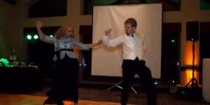 la danse originale d'un mere et son fils