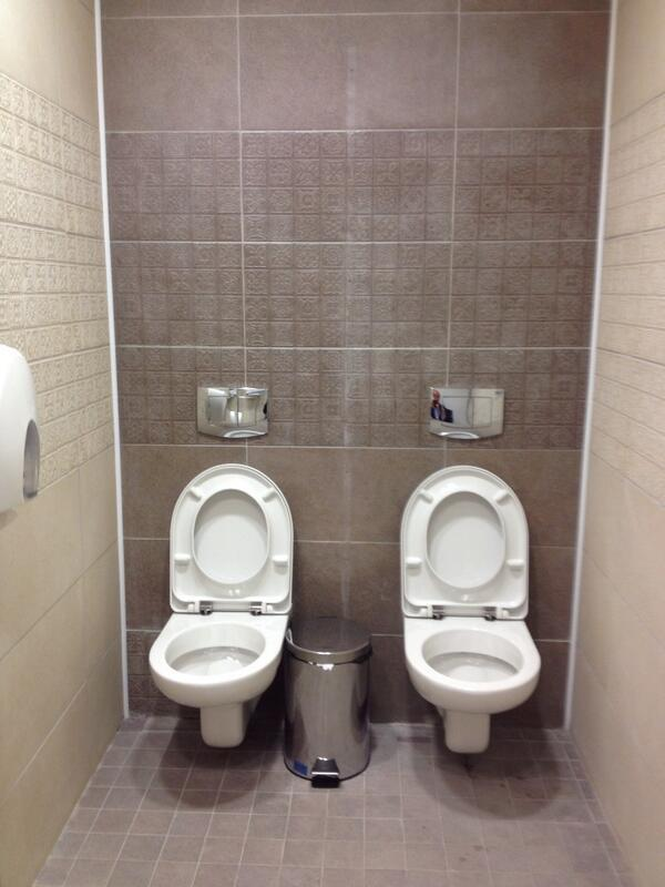 etranges toilettes double a sotchi