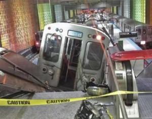 le train finit sa course dans l'escalator