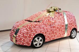 voiture dans un emballage cadeau