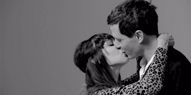 embrasser des inconnus video