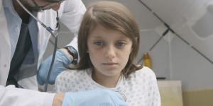 save the children enfant guerre video