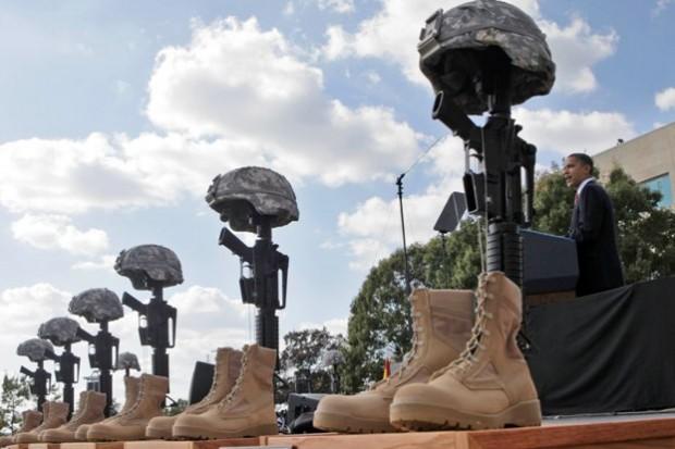 obama rendant hommage aux soldats tués