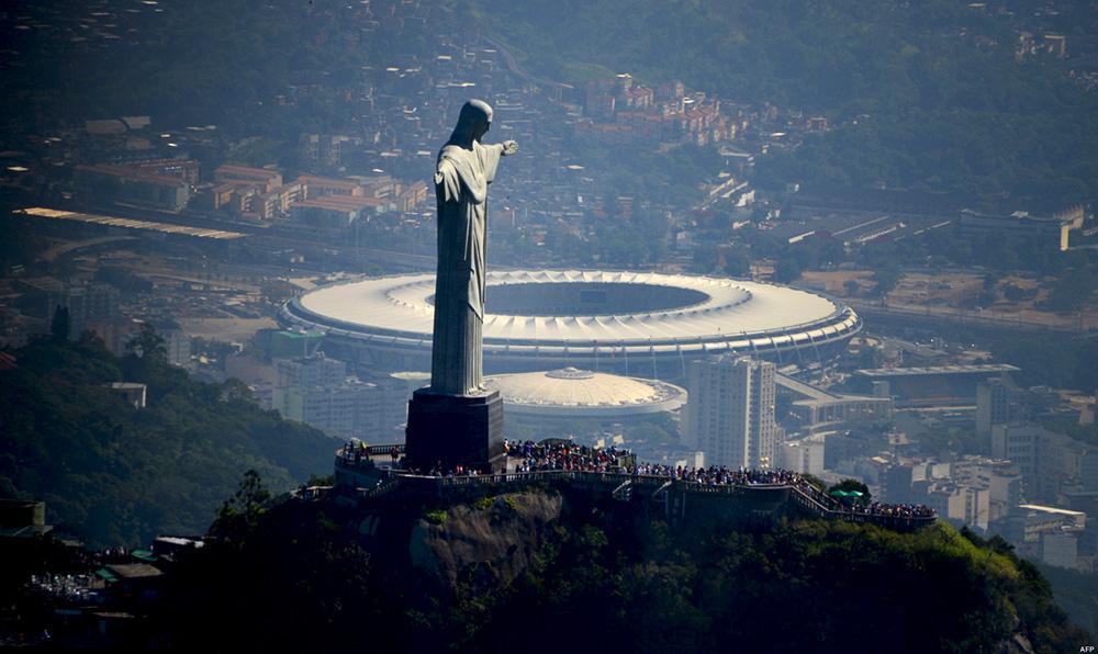 FBL-BRAZIL-WC2014-MARACANA-CHRIST