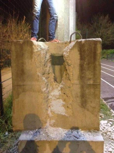 mohammed roubaix enfant coince bloc beton
