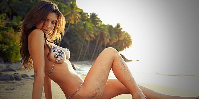 Emily Ratajkowski plage sexy