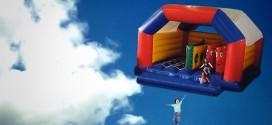 maison gonfable enfants s envole ciel