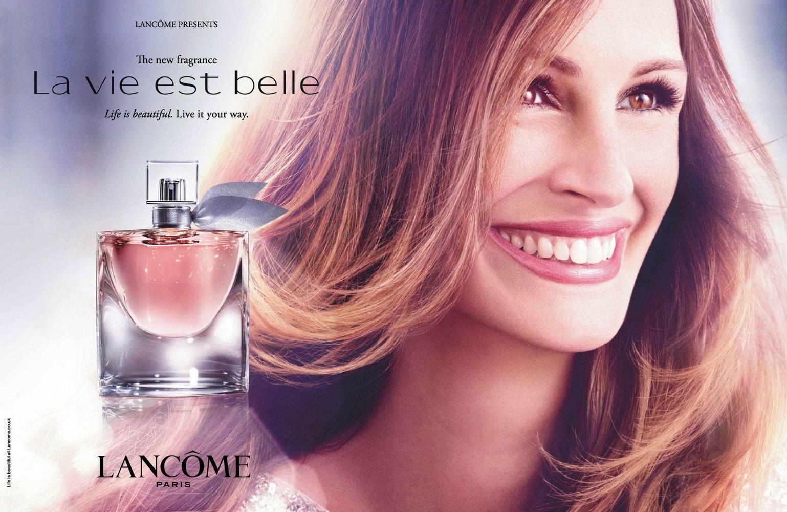Très Julia Roberts dans la pub pour le parfum de Lancôme, La vie Est Belle. YY97
