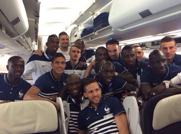 photo bleus avion brésil antoine griezmann Instagram
