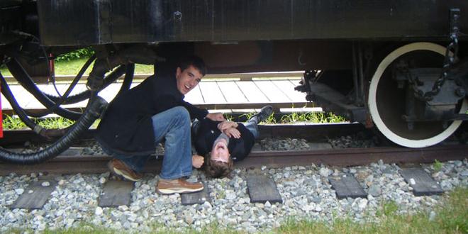 world wide zap video choc mec sous un train