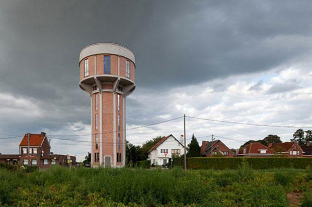 chateau eau transformé en maison villa belgique insolite