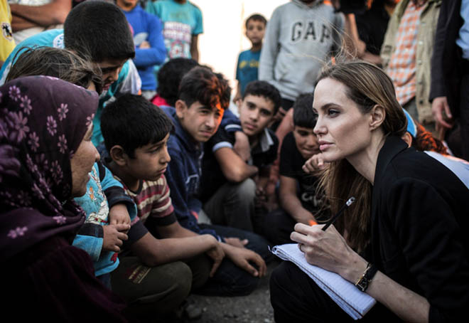 angelina_jolie_re__oit_un_oscar_pour_son_implication_humanitaire_122_north_640x440