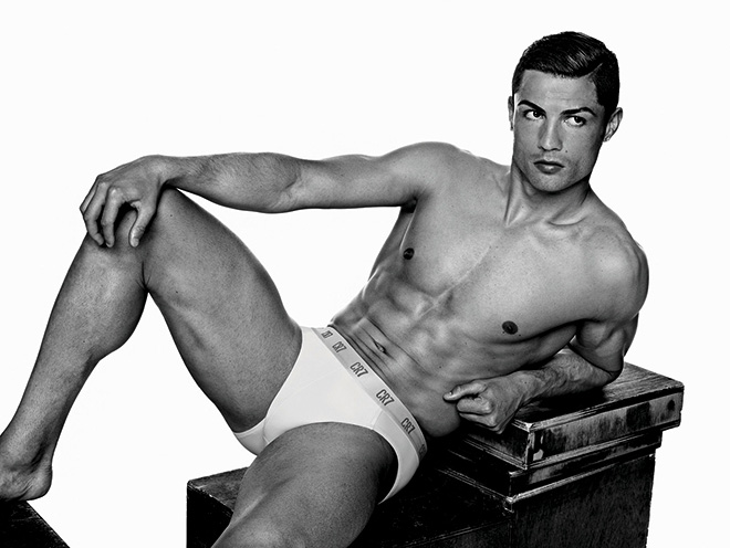 Cristiano-Ronaldo_underwear__pose_basic_brief_ligger_A4