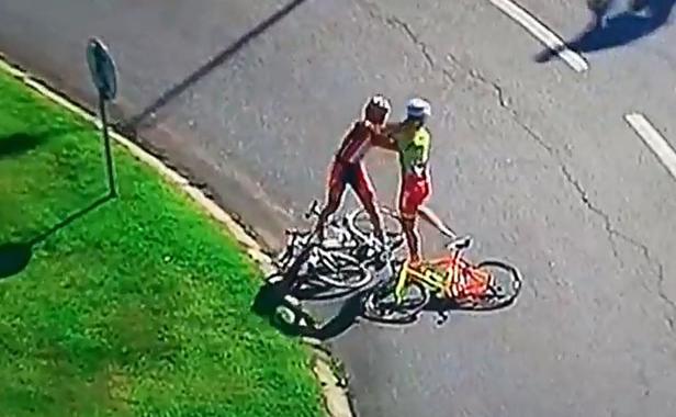 baston bagarre cyclistes tour du portugal