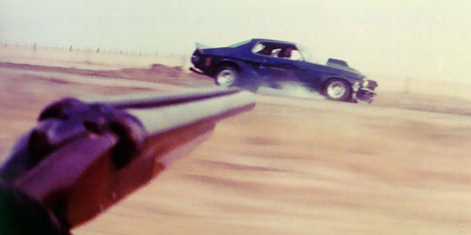 il tire sur un couple qui roulait trop lentement sur l'autoroute