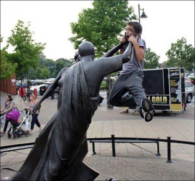deze-mensen-zijn-heel-creatief-met-standbeelden-5-43909_w