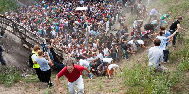 effondrement toit stade match vietnam badmington