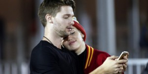 Miley-Cyrus-et-Patrick-Schwarzenegger-la-photo-qui-confirme-la-rumeur_visuel_article2