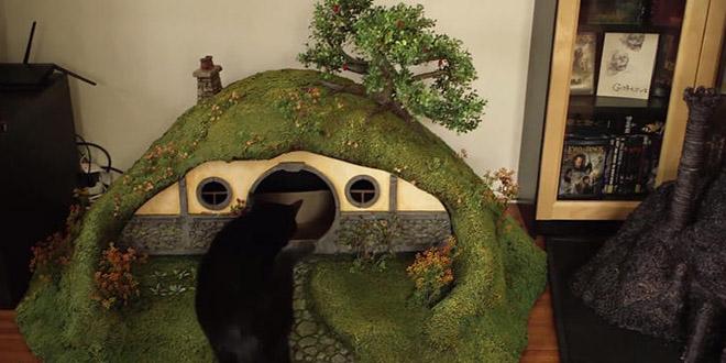 ils construisent une maison de hobbit pour chats. Black Bedroom Furniture Sets. Home Design Ideas