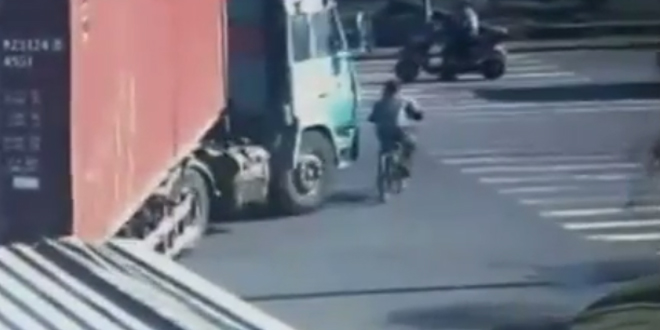 cycliste camion