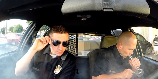 policier fume whatever blaguepolicier fume whatever blague