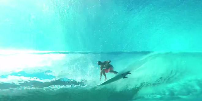 un photographe filme des surfeurs sous l 39 eau. Black Bedroom Furniture Sets. Home Design Ideas