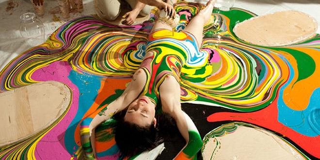 Holton Rower peinture art corps femme - We Like it, le blog d'actualité du web et du buzz
