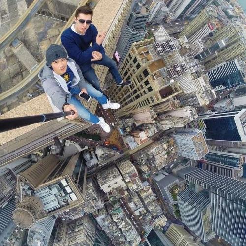 daniel lau vertige selfie