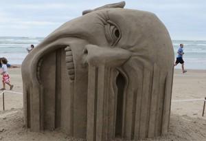 sculpture main tete sable