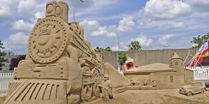 train sculpture sable