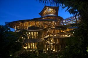 Elora Hardy ibuku bambou villa