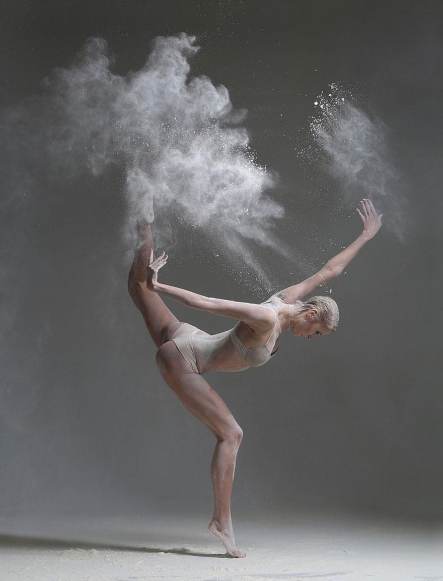 danse-shoot-seance-photos-alexander-Yakovlev-danseurs-et-farine