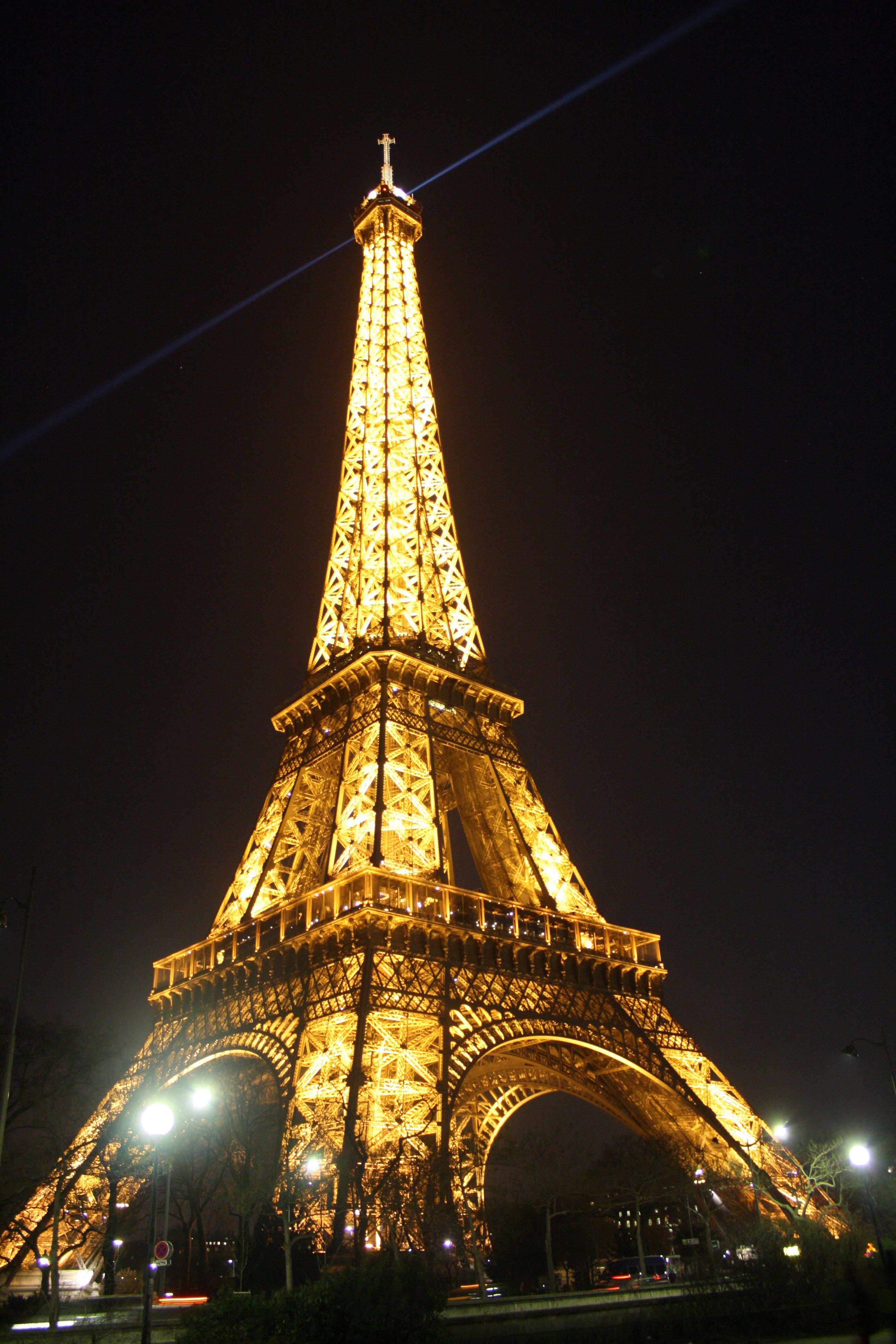 Tour-Eiffel-Paris-monument-plus-visitée-au-monde