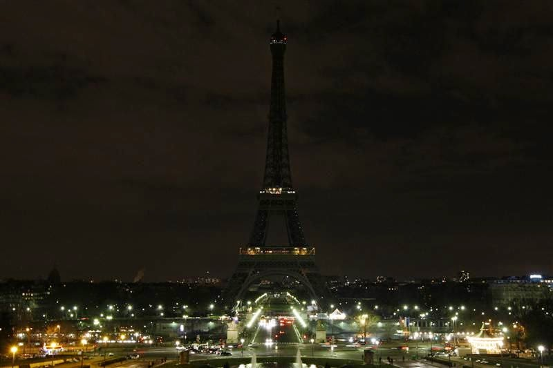 tour-eiffel-eteinte-attentats-paris