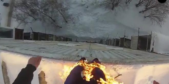 un-russe-en-feu-se-jette-du-toit-d-un-immeuble