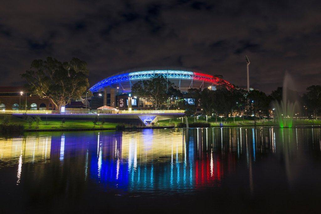 monde-illumine-ses-monuments-aux-couleurs-de-la-France-soutien-des-pays-du-monde