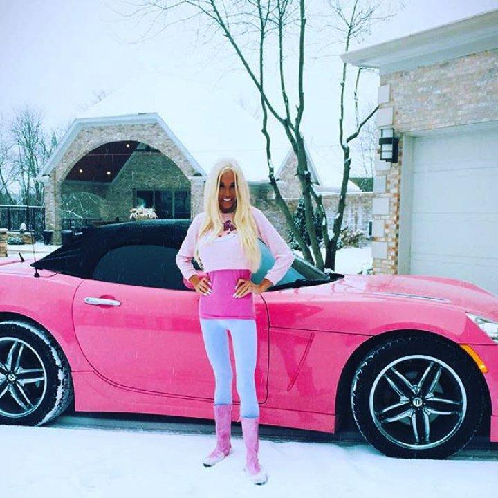 cette-femme-dépense-450000-euros-pour-ressembler-a-barbie